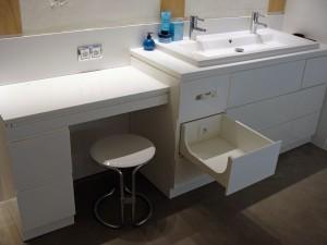 Meuble de salle de bain en résine