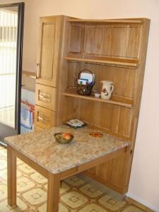 Meuble avec table intégrée